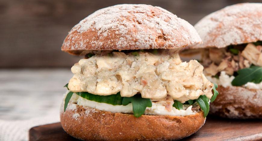 Sándwich de anguila ahumada