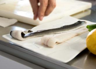 Cómo preparar un plato de anguila fresca