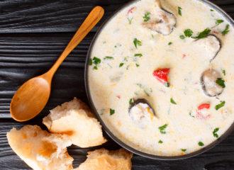 Sopa cremosa de queso y anguila